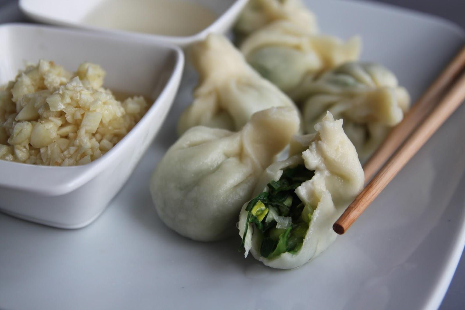 Chińskie pierożki z warzywami (dumplings)