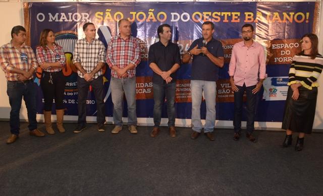 Prefeito Zito Barbosa faz a abertura oficial do maior e melhor São João do Oeste Baiano com entrega da sala de imprensa