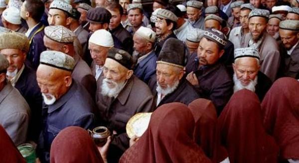 Negara China PKI Paksa Muslim Uighur Jual Minuman Alkohol