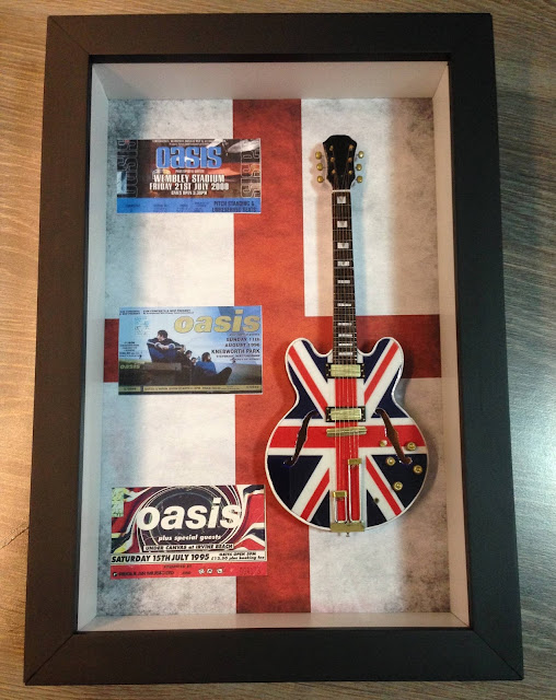 mini guitarra Noel Gallagher