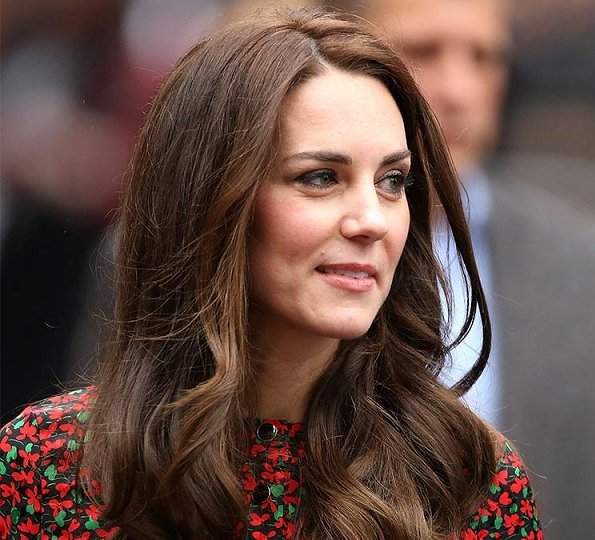 Kate Middleton celebrates her 35th birthday. New Photos of Prince George and Princess Charlotte