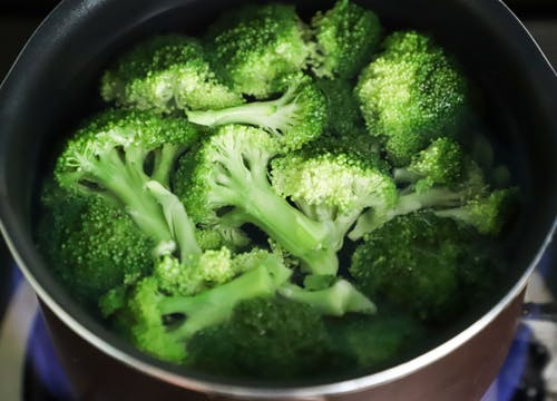 Broccoli is eaten in this way, it is also good cleaning of intestines and relief from constipation