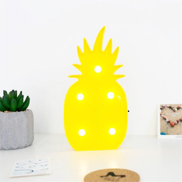 Inspiração de decoração com luminárias led fofas e divertidas, inclusive uma linda luminária de abacaxi, para dar aquele toque tropical.