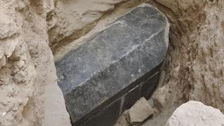 اكتشاف أكبر تابوت أسود في مدينة الإسكندرية.. ربما يقود الي مقبرة الإسكندر الأكبر