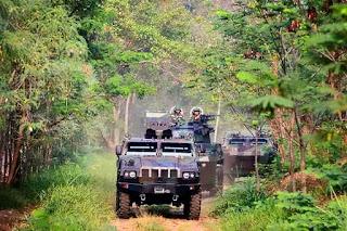 https://2.bp.blogspot.com/-y_UliBuGmkE/VqtYeNbVutI/AAAAAAAAISQ/nYLOrUzCN1IDv48vFJ43AbsKIvmjTdc0wCPcB/s1600/armored-vehicle-pindad.jpg