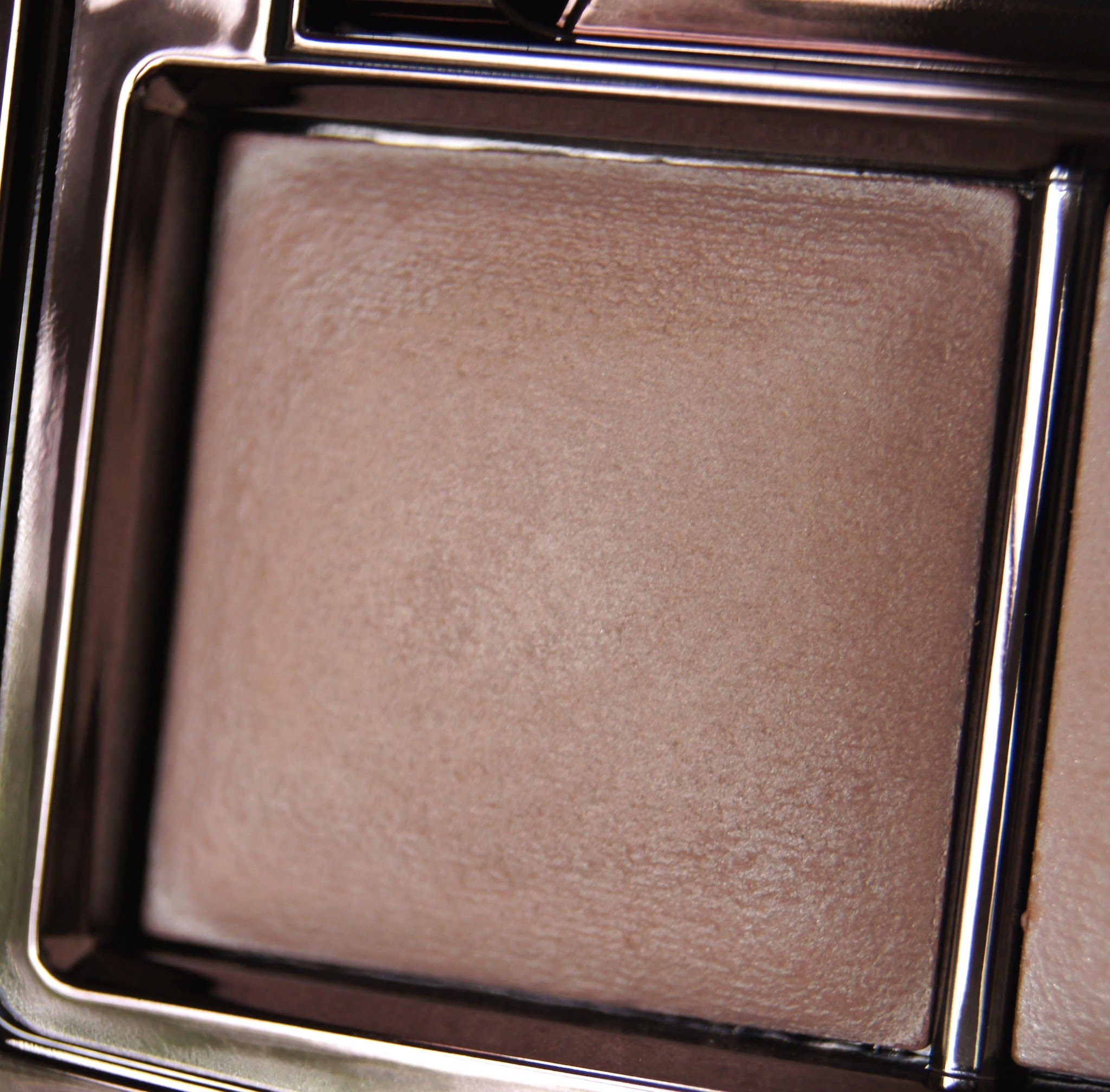 hourglass ambient lighting palette dim light review