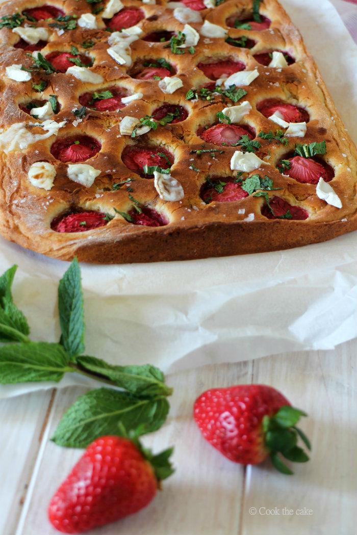 strawberry focaccia, focaccia de fresas