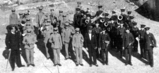 Γιάννενα 1937, οι Μπάντες των Φιλιατών κι ο αρχιμουσικούς Αρώνης βραβεύονται απ' τον Ι. Μεταξά