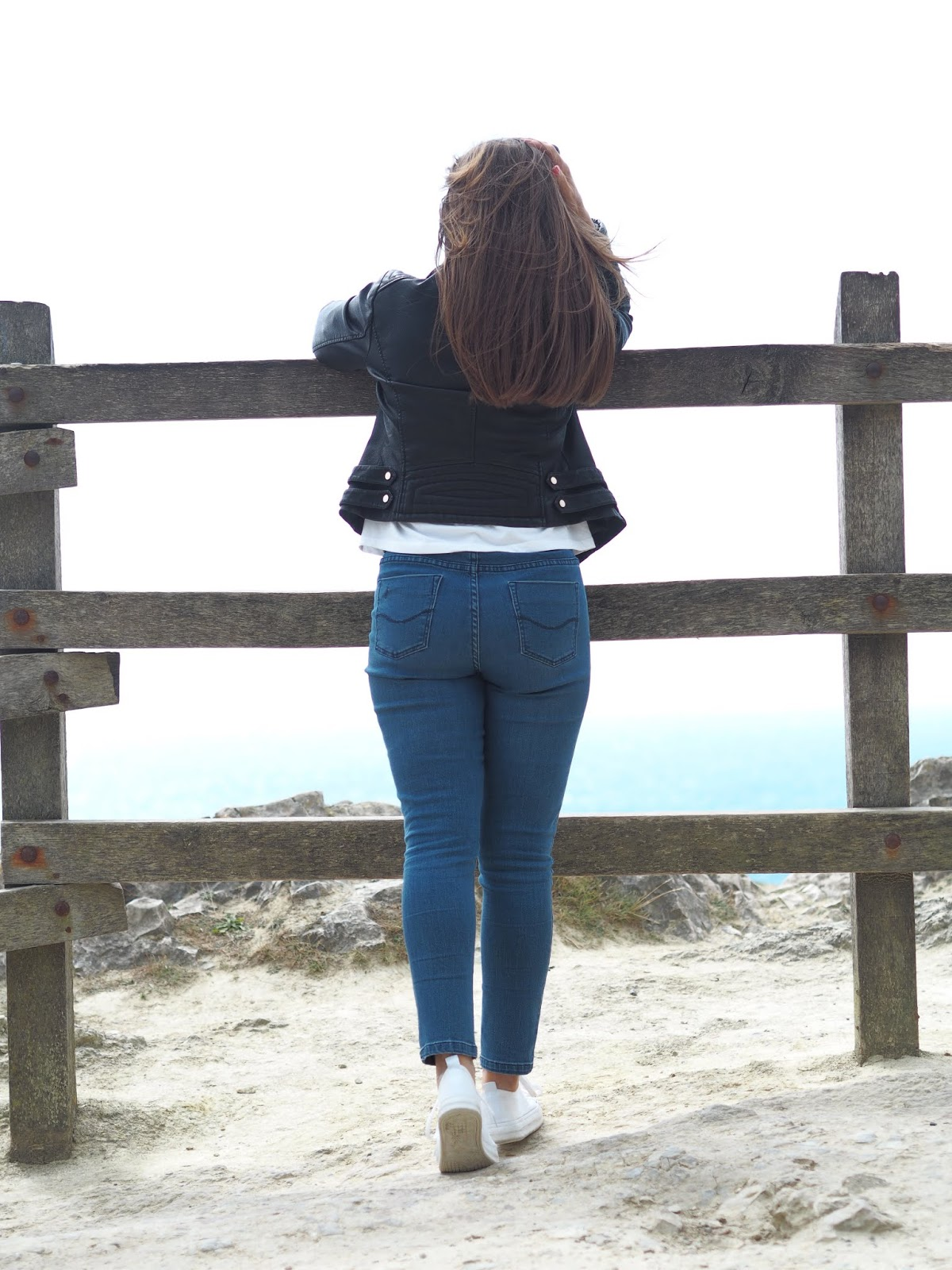 Lulworth Cove \ Looking out to sea