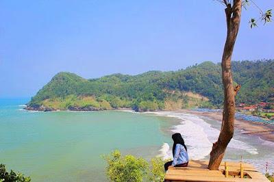 pemandangan keren di pantai watu bale