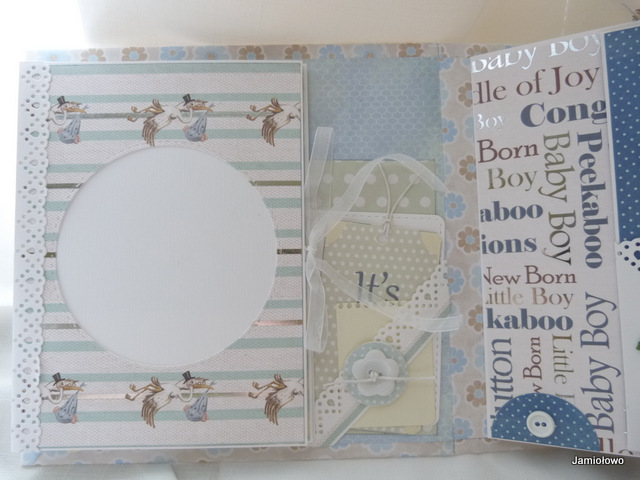 mini książeczka na okładce albumu dla dziecka