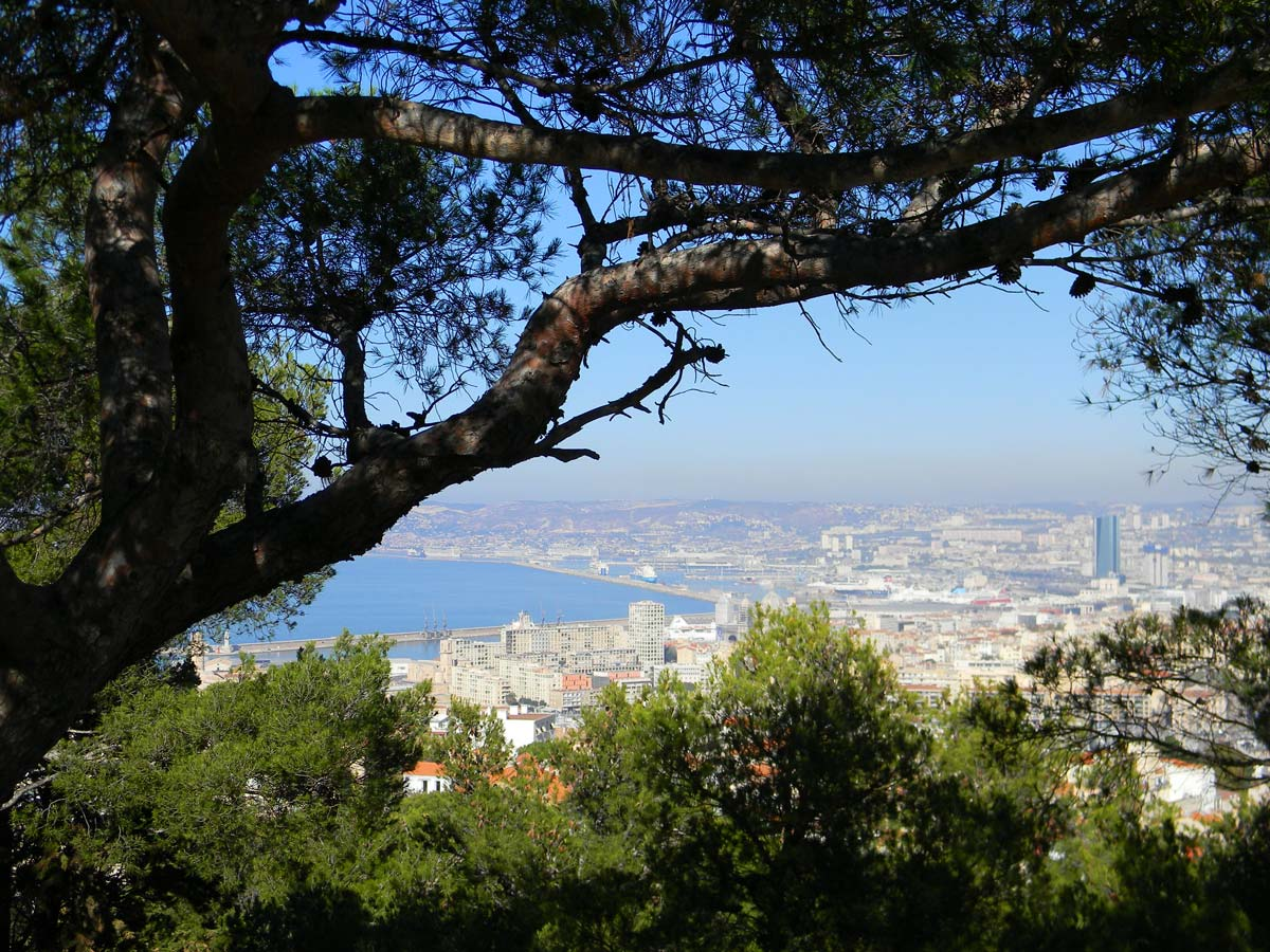 Notre-Dame-de-la-Garde, la Bonne Mère, Marseille, automne, vue sur la ville