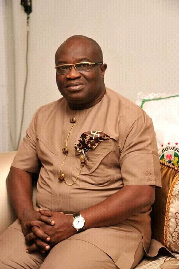 Ikpeazu promises N1m grant for investment in ranches, animal husbandry