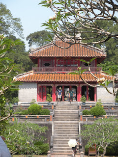 Tempio della Tomba Imperiale stele lungo Minh Mang (Hue, Vietnam)