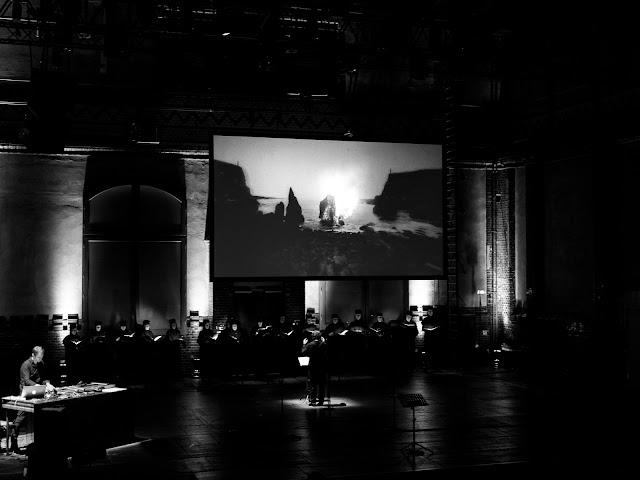 Sven Helbig, Kristjan Järvi, Vocalconsort Berlin I Eat The Sun And Drink The Rain