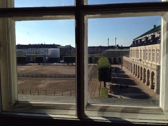 Näkymä ulos Christianborgin palatsista
