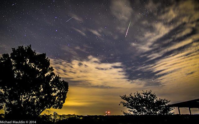 Những vệt sao băng của trận mưa sao băng Leonid trên bầu trời thành phố Liberty Hill, bang Texas, Hoa Kỳ. Hình ảnh: Michael Mauldin.