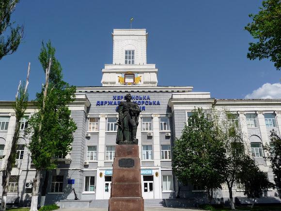 Херсон. Морська академія і пам'ятник Ф. Ф. Ушакову
