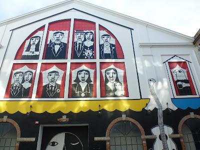 Naive Malerei an einer Hausfassade in Lissabon...