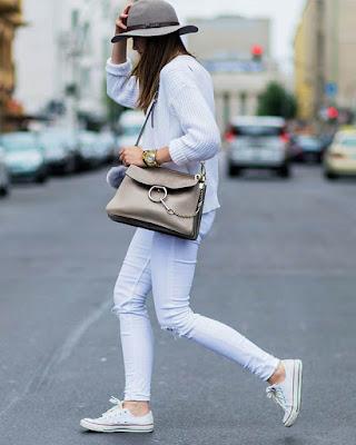 outfits blanco casual con converse