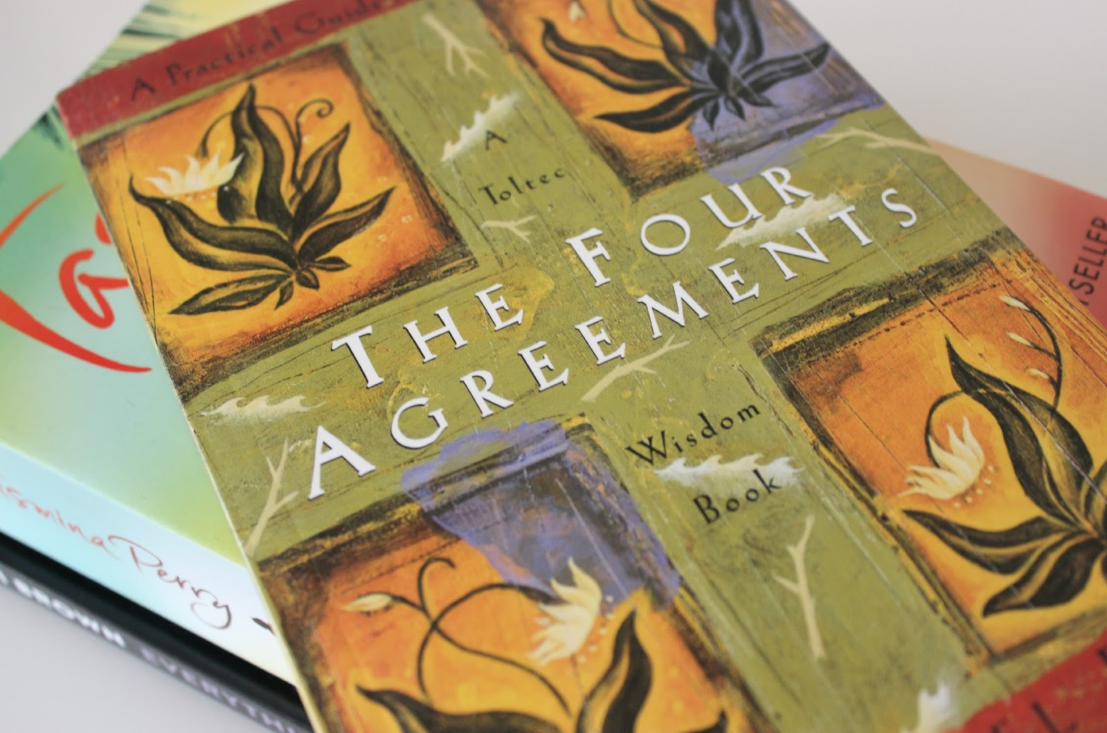 A picture of The Four Agreements: Practical Guide to Personal Freedom (Toltec Wisdom) by Don Miguel Ruiz
