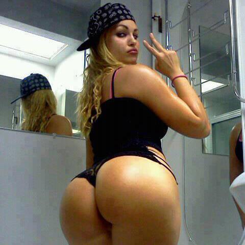 image Dos putas colombianas van a trabajar