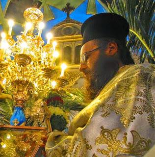 εικ. Ο π. Παντελεήμων Κρούσκος στην Ι. Μ. Ν Σωτήρος Χριστού Καλύμνου