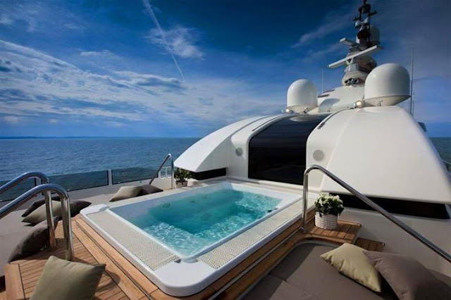 The finest boat in the world in terms of design and processing !!