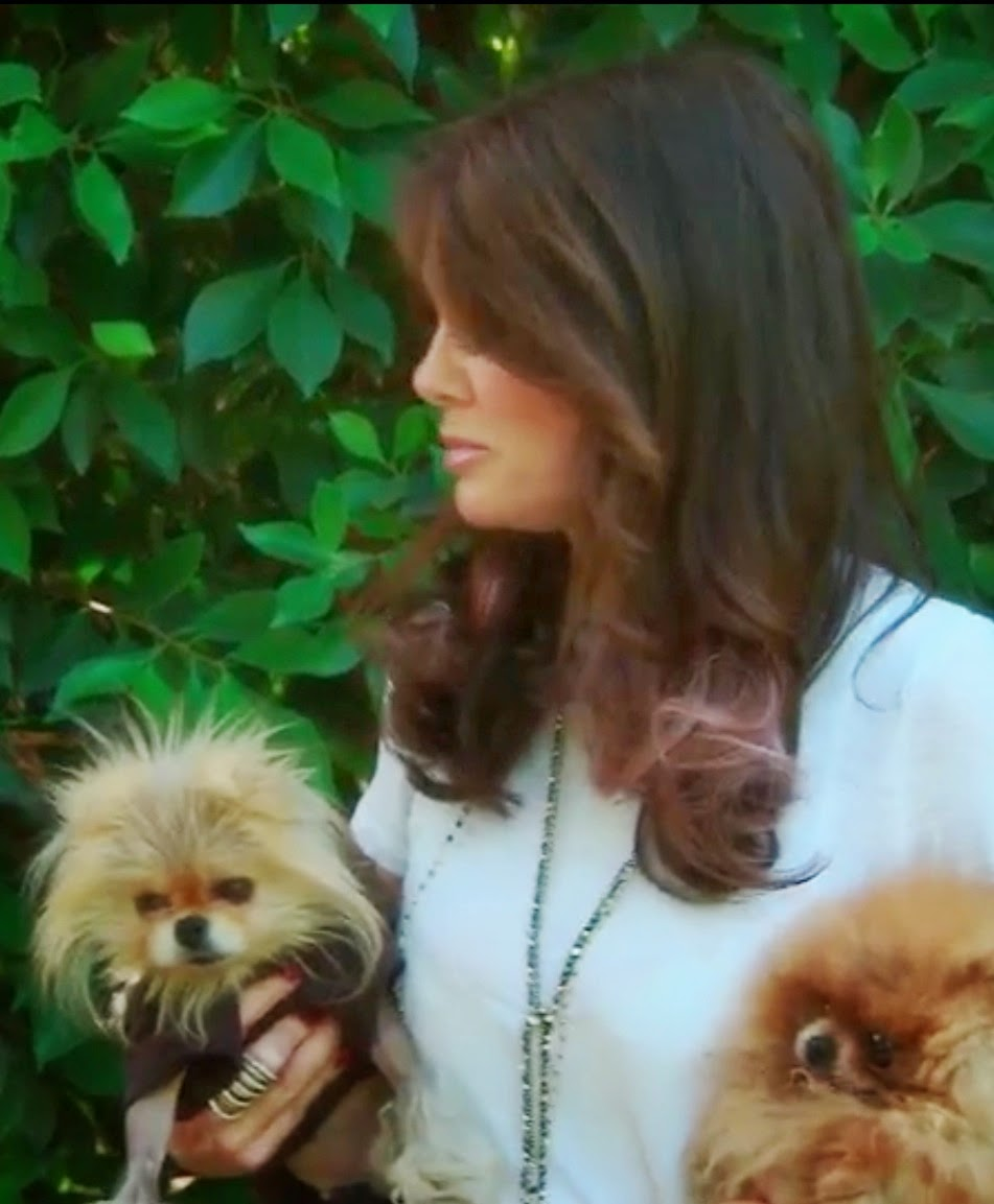 Lisa Vanderpump in the Stella & Dot Zoe Lariat Necklace layered with the Gitane Tassel Necklace