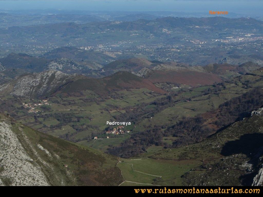 La Airúa Naval: Vista de Oviedo y el Naranco desde Peña Cornuda