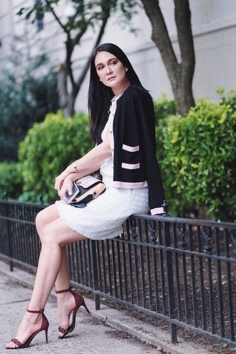 Paha Mulus Luna Maya rambut hitam manis lurus dan cantik