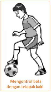 Mengontrol bola dengan telapak kaki