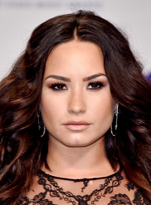 Demi Lovato continúa con complicaciones