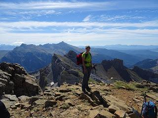 Cima del Pico de Aspe (2.645 m). Collara y Pala de Ip al fondo