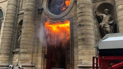 Iglesias, francia, catolicismo, odio