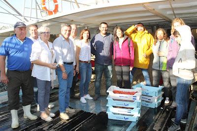 Foto de familia de la excursión inaugural de Pescaturismo