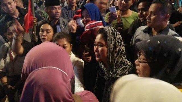 Titiek Soeharto Ikut Demo di Bawaslu: Kayak Mau Perang, Kami Tak Bersenjata