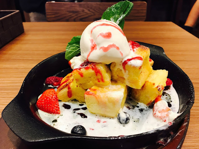 Monster Curry (Suntec City) - Mixed Berry Toast Honey Toast