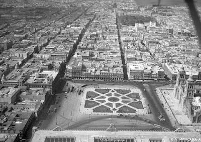 Vista del Zócalo de la Ciudad de México en 1930