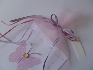 leuko roz prosklitirio petalouda se touli