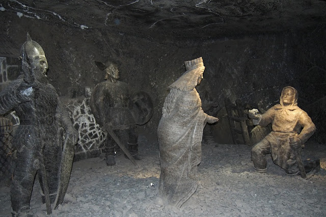 Title: Salt sculptures in Wieliczka salt mine, Source: own resources, Authors: Agnieszka and Michał Komorowscy