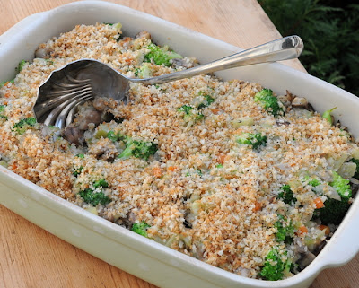 Pioneer Woman's Broccoli Wild Rice Casserole, another make-ahead Thanksgiving casserole ♥ A Veggie Venture, layers of wild rice, broccoli and a gorgeous creamy mushroom sauce.