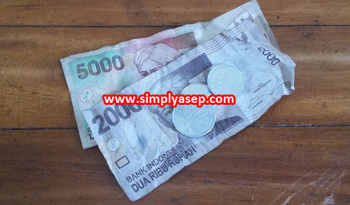 TANGGAL TUA :  Seperti inilah ilustrasi saat tanggal tua datang menjelang. Uang disaku tinggal lembaran seperti ini.  Foto Asep Haryono
