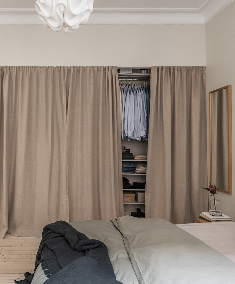 5 things that curtains can hide inside a bedroom | The closet. Photo via Alvhem