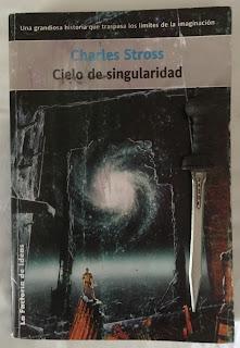 Portada del libro Cielo de singularidad, de Charles Stross