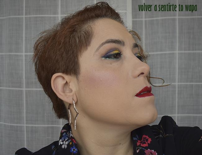Maquillaje con sombra amarilla y morada