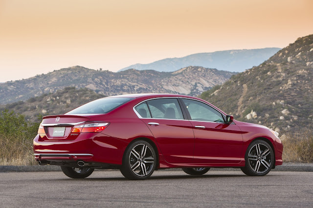 Rear 3/4 view of 2016 Honda Accord Sport