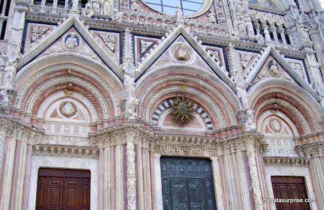 Fachada da Catedral de Siena, Itália