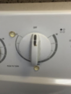 Cooker hob control dial showing two clear bump dots marking the low and medium setiing on my cooker.