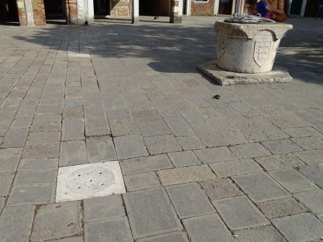 rejilla agua lluvia pozo veneciano italia